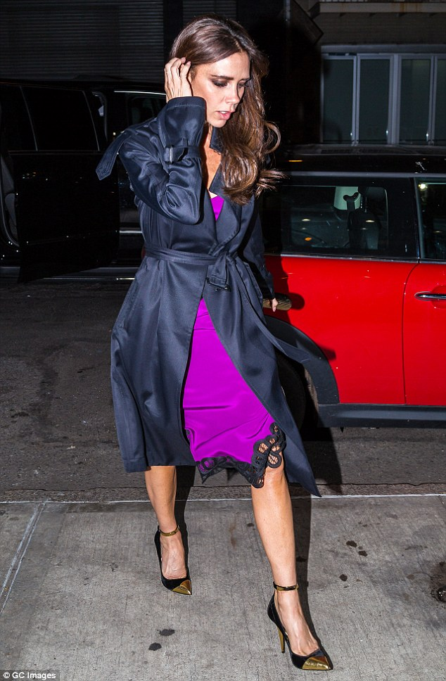 2f286cf200000578-3350621-sleek_victoria_beckham_looked_effortlessly_well_styled_on_monday-m-74_1449618369428